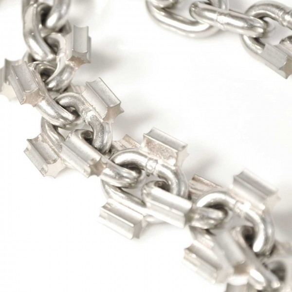 Chain with carbide spikes for chain knockers